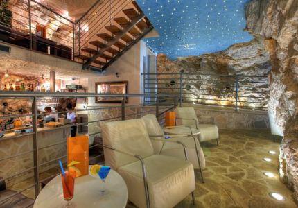 Самые необычные бары в мире. Cave Bar More