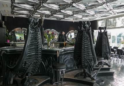 Самые необычные бары в мире. HR Giger bar