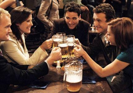 заказывать алкоголь в баре