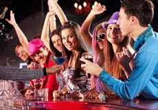 young-people-drinking