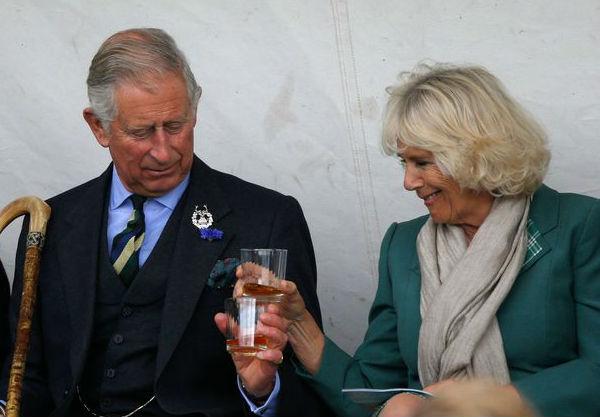 Принц Чарльз предпочитает виски