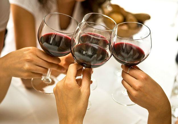 Умеренное потребление алкоголя снижает риск развития инфаркта