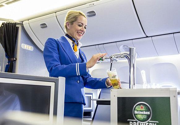 Heineken- первое разливное пиво на борту самолета
