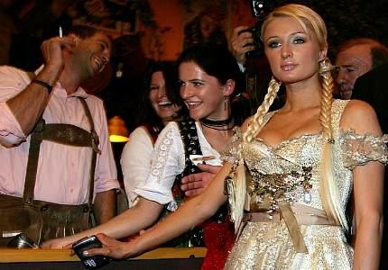 Peris Hilton zapretili poseschat Oktoberfest